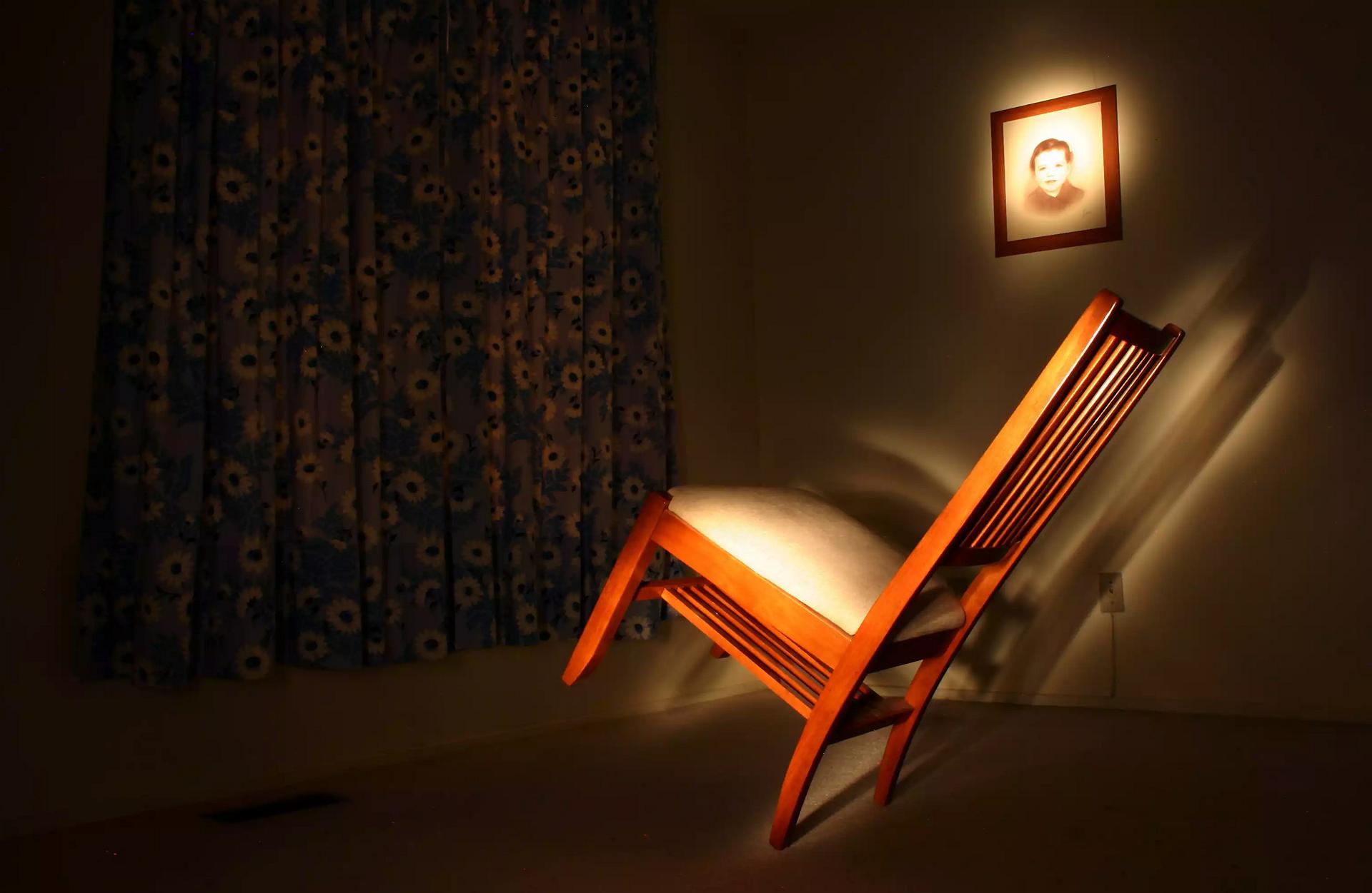 03_poltergeist_chair - 1920-1250