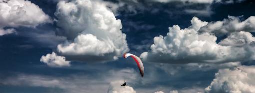Техника полётов парапланеристок в пылевидных облаках